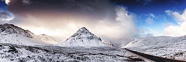UK, Scotland, Glencoe, A92 road in winter - SMAF00674