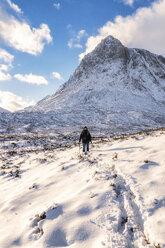 UK, Scotland, Glencoe, Buachaille Etive Mor, Female walker - SMAF00680