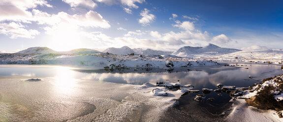 UK, Scotland, Rannoch Moor, Loch Ba and Black Mount Mountain Range in winter - SMAF00683
