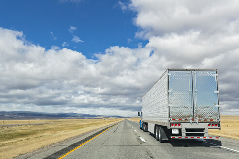 USA, Wyoming, Albany County, Truck on Interstate 80 - FOF08846