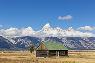 USA, Wyoming, Grand Teton National Park, Jackson Hole, log cabin with Cathedral Group - FOF08850