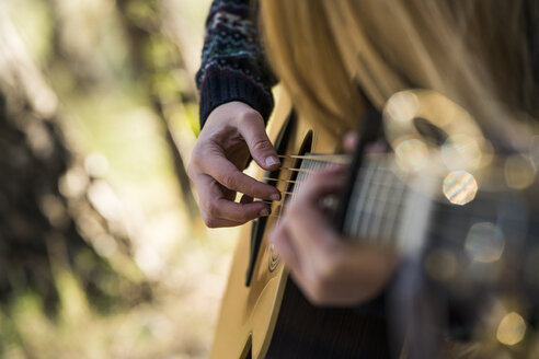 Hands of woman playing guitar - KKAF00416