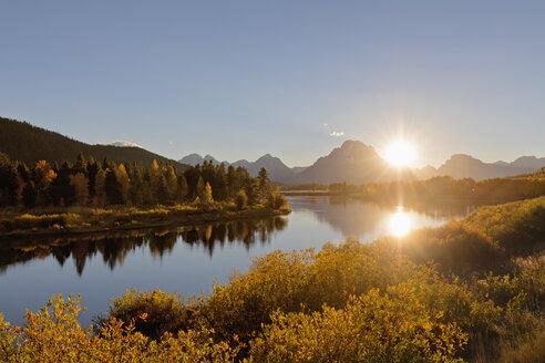 USA, Wyoming, Rocky Mountains, Teton Range, Grand Teton National Park, Snake River, Oxbow Bend, Mount Moran, Indian Summer - FOF08871