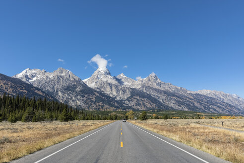 USA, Wyoming, Rocky Mountains, Grand Teton National Park, Teton Park Road and Cathedral Group - FOF08876