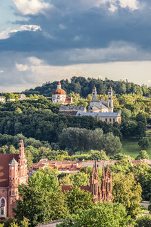 Lithuania, Vilnius, view to the old town from Gediminas Tower - CSTF01226