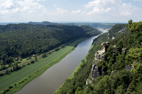 Germany, Saxony, Elbe Sandstone Mountains, View on Elbe river - LMF00592