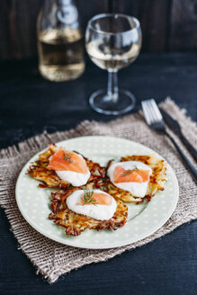 Potato pancakes with sour cream and smoked salmon - IPF00358