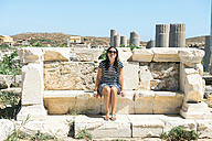 Greece, Mykonos, Delos, tourist visiting archaeological site - GEMF01498