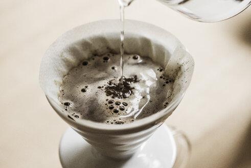 Preparing filter coffee - SKAF00044