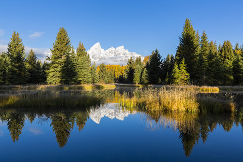 USA, Wyoming, Grand Teton National Park, view to Teton Range with Snake River in the foreground - FOF08893