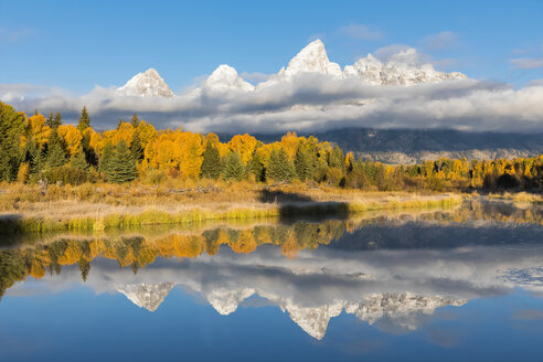 USA, Wyoming, Grand Teton National Park, view to Teton Range with Snake River in the foreground - FOF08899