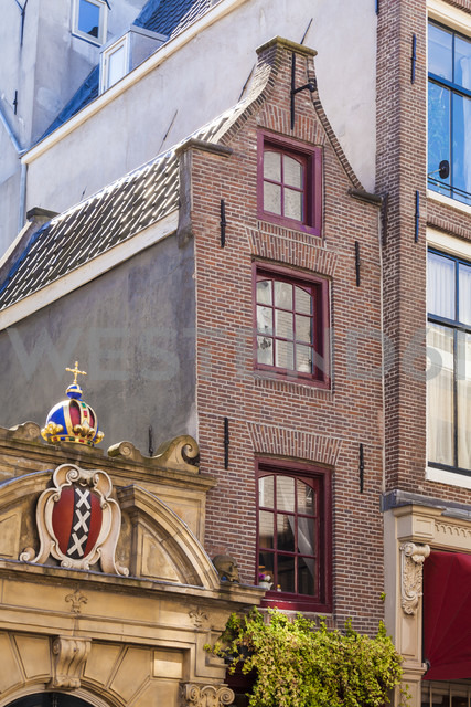 Netherlands, Amsterdam, Oude Hoogstraat, smallest house in town - WDF03912