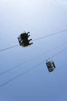 Chairlift seen from below - SKAF00047