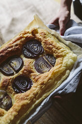 Baked Focaccia with red onions and rosemary - GIOF01931