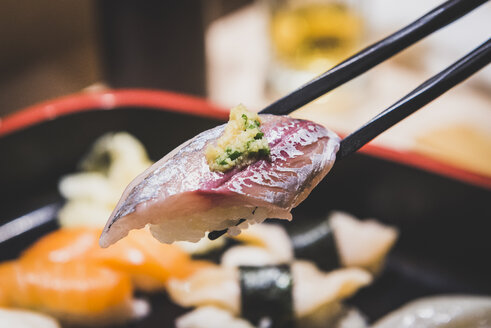 Japan, Tokyo, Tsukiji fish market, sushi - KEBF00500