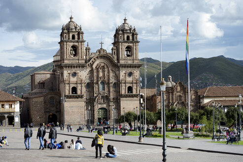 Peru, Cusco, Plaza de Armas with Jesuit Church - FLKF00715
