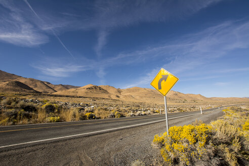 USA, Nevada, empty road - LMF00726
