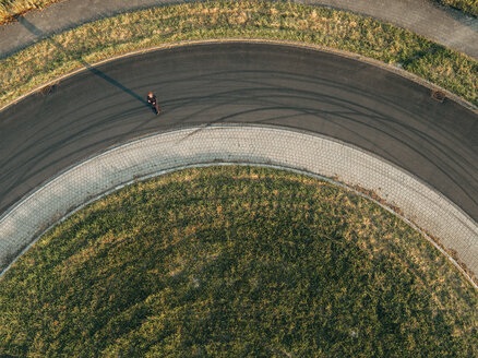 Businessman standing in roundabout - KNSF01094