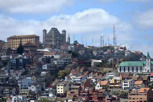 Madagascar, Antananarivo, cityscape with royal palace - FLKF00724