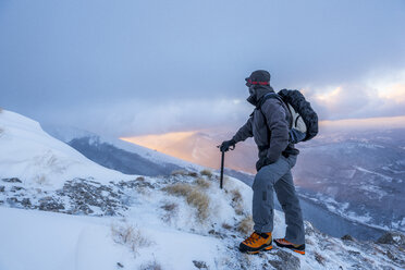 Italy, Marche, Apennines, Hiking in Winter - LOMF00520