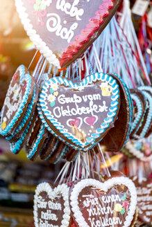 Germany, Munich, gingerbread hearts at the Oktoberfest - MMAF00052