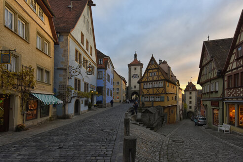Germany, Rothenburg ob der Tauber, Ploenlein at evening twilight - FD00224