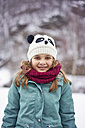 Portrait of smiling girl outdoors in winter - XCF00142