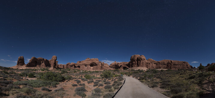 USA, Utah, Arches National Park, Double Arch Hiking Trail at night - EPF00372