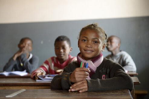 Madagaskar, Pupils in Fianarantsoa elementary school - FLKF00753