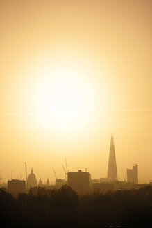 UK, London, skyline with St Paul's Cathedral and The Shard in morning backlight - BRF01426