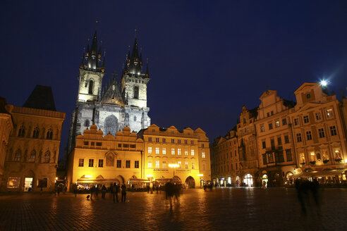 Czechia, Prague, Old Town Square and illuminated Church of Our Lady Before Tyn at dusk - DSGF01506
