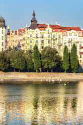 Czechia, Prague, view to historical multi-family houses with Vltava in the foreground - CSTF01300