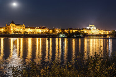 Czechia, Prague, view to National theatre with Vltava in the foreground at night - CSTF01312