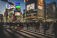 Japan, Tokyo, Shibuya, people crossing the street - KEB00531