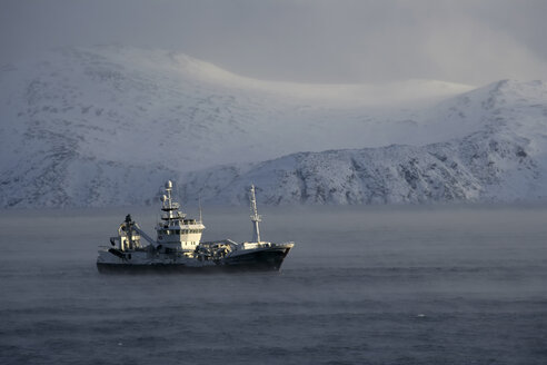 Arctic Ocean, ship on Barents Sea - DSGF01559