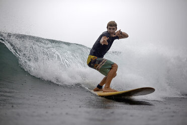 Indonesia, Java, man surfing and posing - KNTF00722