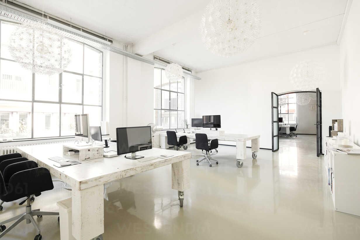 Interior of a modern agency office - SBOF00375 - Steve Brookland/Westend61