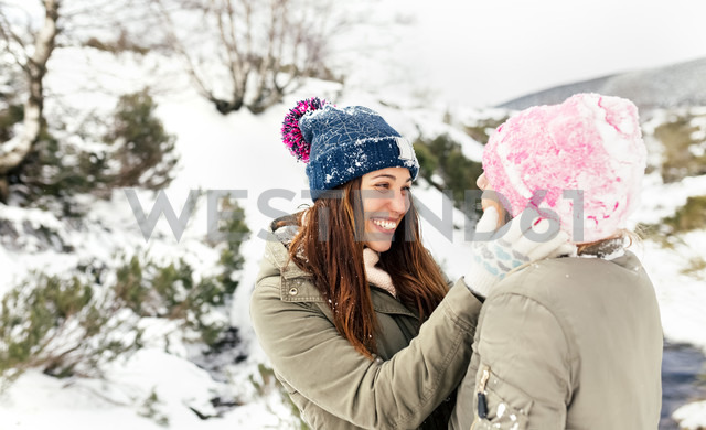 Two friends having fun in the snow - MGOF03059 - Marco Govel/Westend61