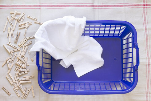 Clothes pegs, laundry basket and towel on cloth - CMF00662