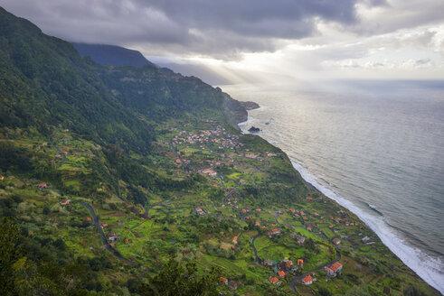 Portugal, Madeira, view of Arco de Sao Jorge on the north coast - RJF00660