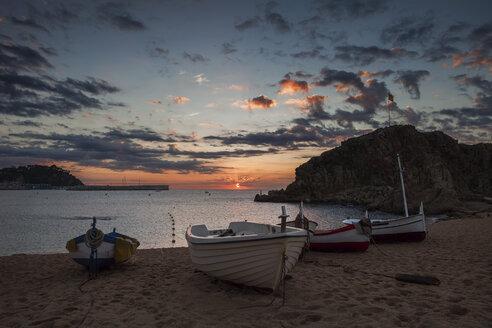 Spain, Catalonia, Blanes, beach sunrise at Mediterranean Sea - ABOF00164