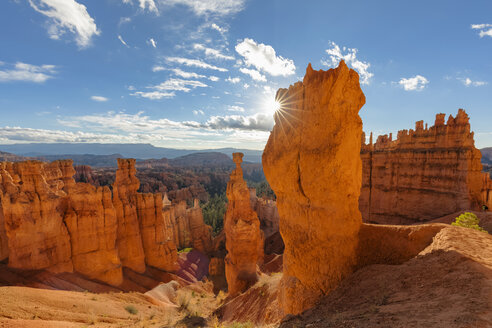 USA, Utah, Bryce Canyon National Park, Thors Hammer and other hoodoos in amphitheater at sunrise as seen from Navajo Loop Trail - FOF09029