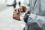 Close-up of athlete using smartwatch - BOYF00677