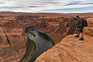 USA, Arizona, Page, Colorado River, Glen Canyon National Recreation Area, man taking picture at Horseshoe Bend - FOF09041