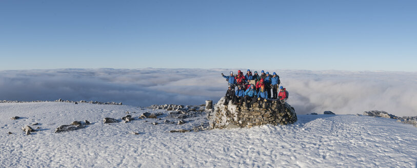 UK, Scotland, Ben Nevis, mountaineers on summit - ALRF00877