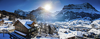 Switzerland, Canton of Bern, Grindelwald, townscape in winter at sunrise with Maettenberg, Mittelhorn and Wetterhorn - AMF05344