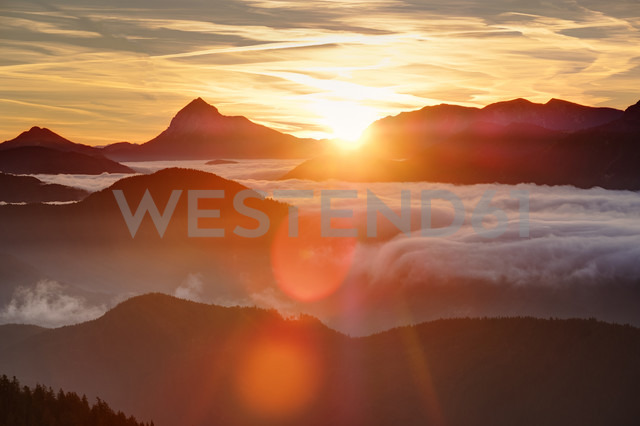 Germany, Bavaria, Jachenau, view from Hirschhoernlkopf Southeast towards Guffert at sunrise - SIEF07347