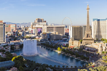 USA, Nevada, Las Vegas, Strip, fountain of hotel Bellagio and Eiffel Tower - FOF09102