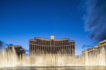 USA, Nevada, Las Vegas, Strip, fountain of hotel Bellagio at blue hour - FOF09108