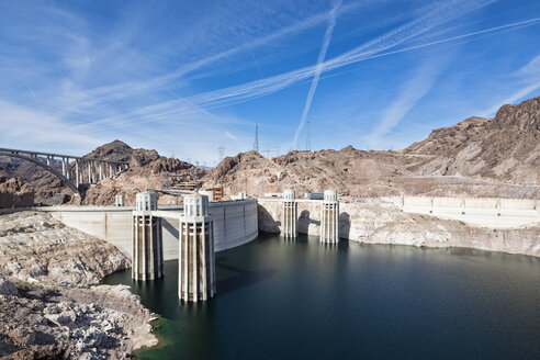 USA, Nevada, Arizona, Lake Mead, Colorado River, Hoover Dam, penstock towers - FOF09116